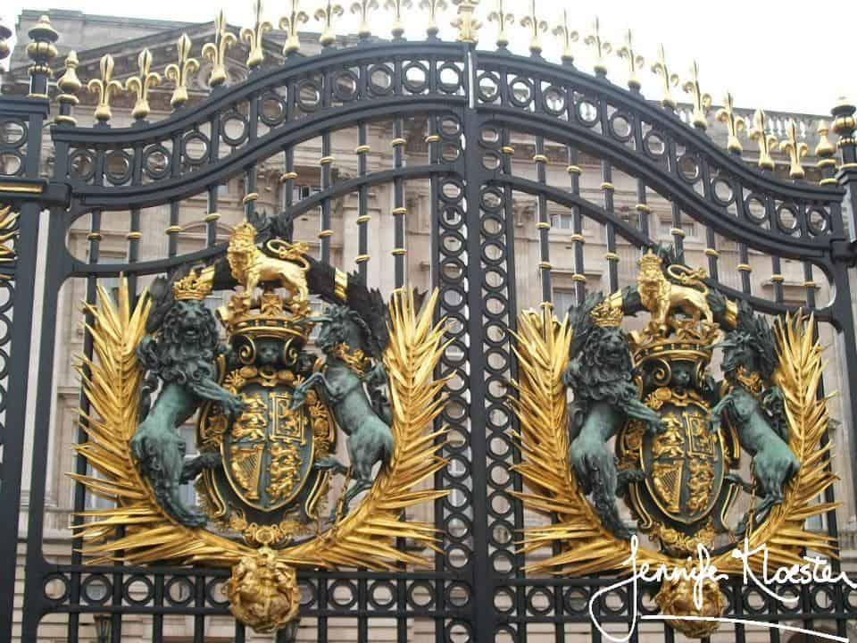 main gates of buckingham palace.